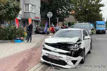 Bejaarde bestuurster verliest controle over stuur, ramt gepa... (Deurne) - Gazet van Antwerpen