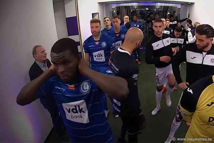 Soap voor de aftrap: AA Gent en Anderlecht kibbelen over shirts - Het Nieuwsblad