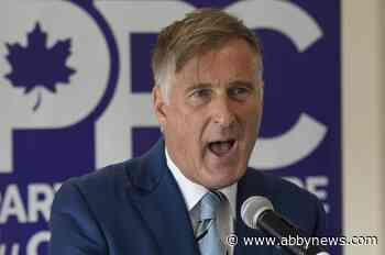 Twitter requires Maxime Bernier to delete tweet sharing reporters' emails