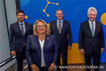 Prominenter Besuch zum Firmenjubiläum im Fußballmuseum Dortmund - Ruhr Nachrichten
