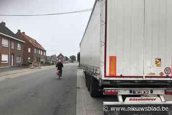 Levensgevaarlijk: trailer van vrachtwagen achtergelaten op d... - Het Nieuwsblad
