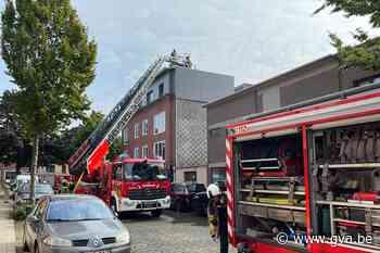 Korte maar hevige dakbrand in Deurne: geen gewonden - Gazet van Antwerpen