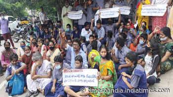 Visakhapatnam: Students, parents hold protest demanding land for school