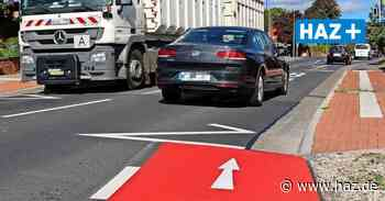 Rote Flächen sollen Radfahrer schützen, enden aber oft im Nichts