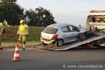 Franse automobilist crasht in middenberm op A19
