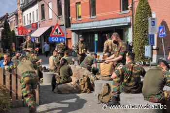 Ruim driehonderd militairen nemen Marktplein van Hamme in