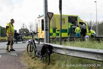 Fietser gewond na aanrijding op rotonde