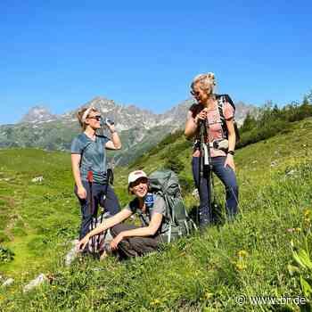Zu Fuß über die Alpen - Zwischen Muskelkater und Digital Detox - radioReportage   BR Podcast - BR24