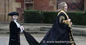 Video: Hillary Clinton Gets Brutal Belfast Reception: Protesters Howl 'War Criminal,' 'Scumbag'