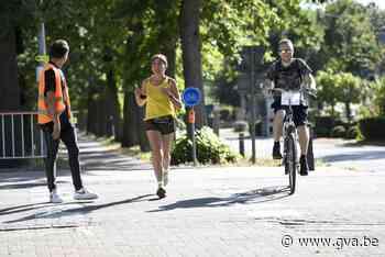 Teams lopen en handbiken tijdens Run To Walk Again - Gazet van Antwerpen