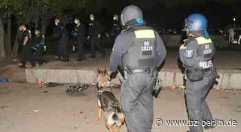 Straftaten unter Jugendlichen! Polizei räumt Mauerpark und Volkspark - B.Z. Berlin