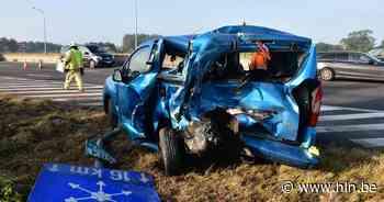 Bestelwagen knalt op auto op invoegstrook, extra file op E403 in Lichtervelde - Het Laatste Nieuws