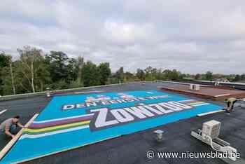 Zowizoo rolt reuzengrote WK-banner uit