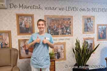 """Pamela (24) verkozen tot Parel van de Verpleegkunde na zwaar coronajaar: """"Alles draait in onze job om het welzijn van de bewoners"""" - Het Nieuwsblad"""