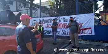 Protestan por despidos e impago de indemnizaciones en Alcaldía de San Salvador - La Prensa Gráfica