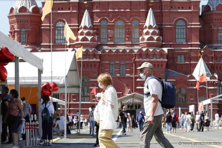 Rusia registra más de 800 muertes por covid por quinto día consecutivo