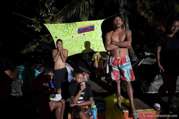 Haitianos ayudan a venezolanos a lograr el sueño americano: les dan comida y ropa en la frontera entre Colombia y Panamá