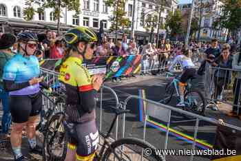 """Veel vrouwen langs WK-parcours in Antwerpen: """"Vrouwen zijn de mannen aan het inhalen in de sport"""""""