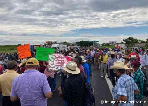 Desquician la Xalapa-Veracruz con bloqueo; la liberan tras casi 5 horas de caos - Imagen de Veracruz