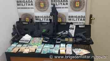 3°RPMon prende homem em Passo Fundo por tráfico de drogas e porte e posse irregular de arma de fogo - Brigada Militar