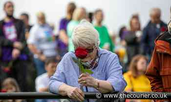 Recovery Walk Scotland: Hundreds of roses placed in River Tay to remember lives lost to drugs in Scotland - The Courier