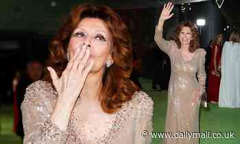 Sophia Loren blows a kiss atThe Academy Museum of Motion Pictures opening gala in Los Angeles