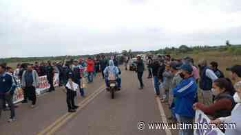 Productores cerraron ruta y amenazan con llegar a Asunción - ÚltimaHora.com
