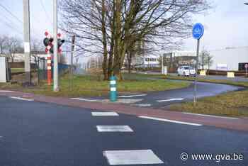 Nieuwe verkeersmeting aan oversteekplaats fietsers Puurseste... (Bornem) - Gazet van Antwerpen
