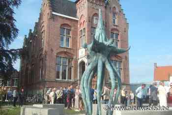 Gigantische sculptuur is eyecatcher in nagelnieuwe dorpskern... (Sint-Laureins) - Het Nieuwsblad
