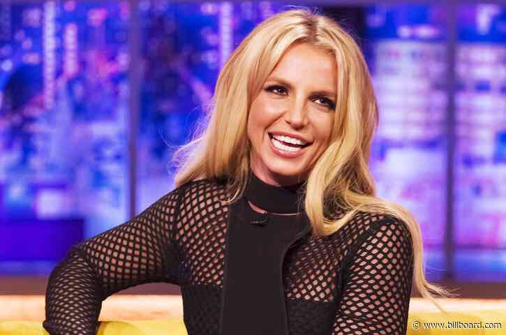 Britney Spears Thinks These 'Cheesy' Instagram Photos Look Like Her Yearbook Pictures