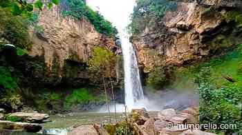 Cascada cristalina de verdes alrededores está a 2 horas de Morelia - MiMorelia.com