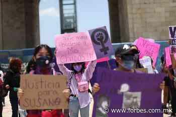 Feministas instalan estatua de una mujer donde estaba la de Colón - Forbes México
