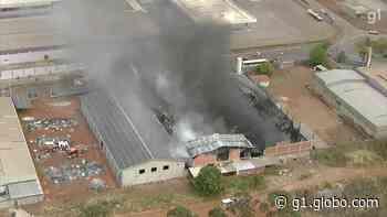 VÍDEO: incêndio atinge fábrica de sandálias em Santa Maria, no DF - G1