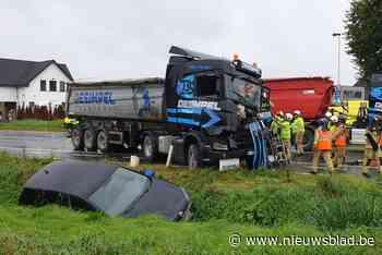 Trucker gekneld en auto in de gracht bij ongeval in Wondelgem