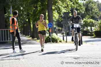 Teams lopen en handbiken tijdens Run To Walk Again - Het Nieuwsblad