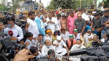 Bhopal: Bhartiya Kisan Union stages protest against Farm Laws