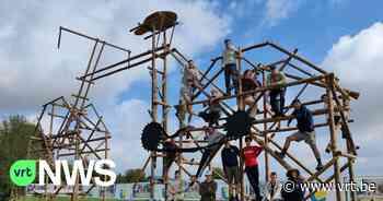 Scouts Overijse bouwen WK-dorp met houten fiets van 10 meter hoog - VRT NWS