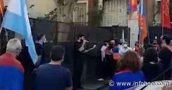 La comunidad armenia de Buenos Aires protestó frente a la embajada de Azerbaiyán contra la guerra en Nagorno Karabaj - infobae