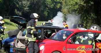 Feuerwehr macht Großübung mit Fahrzeugwrack - Speyer - DIE RHEINPFALZ - Rheinpfalz.de