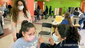 """""""No duele nada"""": Niños sacan la cara en la vacunación escolar en Ñuble"""