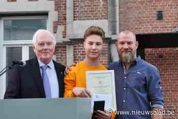 Mattheo is meest verdienstelijke leerling van zijn school en daarmee treedt hij in de voetsporen van pépé Roger