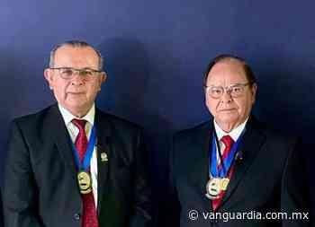 Recibe secretario Roberto Bernal máximo galardón para un cirujano - Vanguardia MX