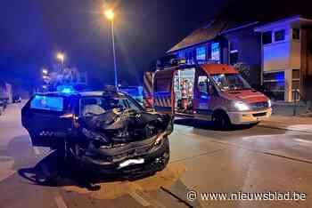 Taxi knalt tegen geparkeerde bestelwagen (Roeselare) - Het Nieuwsblad