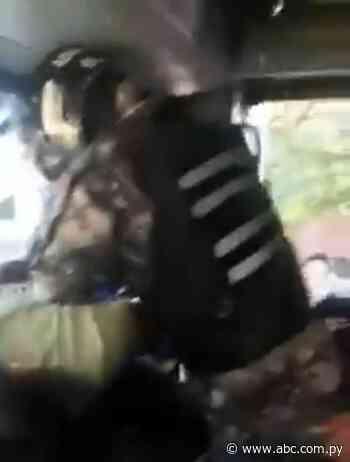 Chofer y pasajeros reducen a supuesto asaltante en Asunción - ABC Color