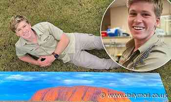 Robert Irwin shows off his incredible photography skills as he puts his Uluru pictures up for sale
