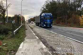 """Werken op de N13 in Grobbendonk: """"Ook fietspaden op snelwegbrug worden vernieuwd"""" - Het Nieuwsblad"""