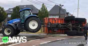 Lading maïs van tractor belandt op straat na ongeval in Deinze - VRT NWS