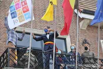 SDG-vlag aan het gemeentehuis - Het Nieuwsblad