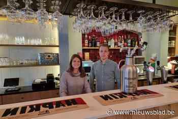 Pintje drinken in Den Arend met hapjes van de buren van Cambrinus