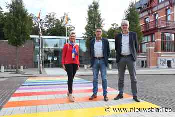 Koekelare neemt regenboogzebrapad in gebruik (Koekelare) - Het Nieuwsblad